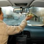 Почему потеют стекла в салоне автомобиля
