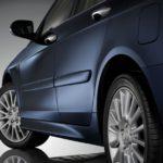 Универсальные молдинги на двери автомобиля